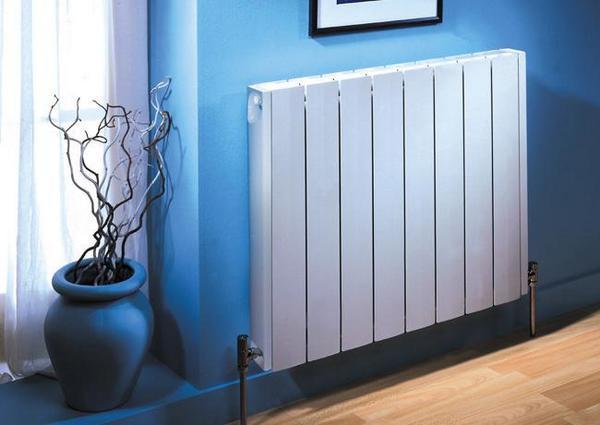 Интерьер комнаты с радиатором