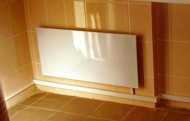 Инфракрасная панель на стене