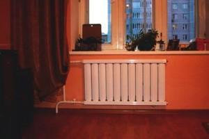 Алюминиевый радиатор под окном