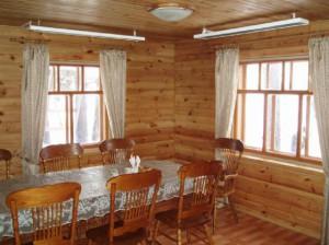 Обогреватели на деревянном потолке