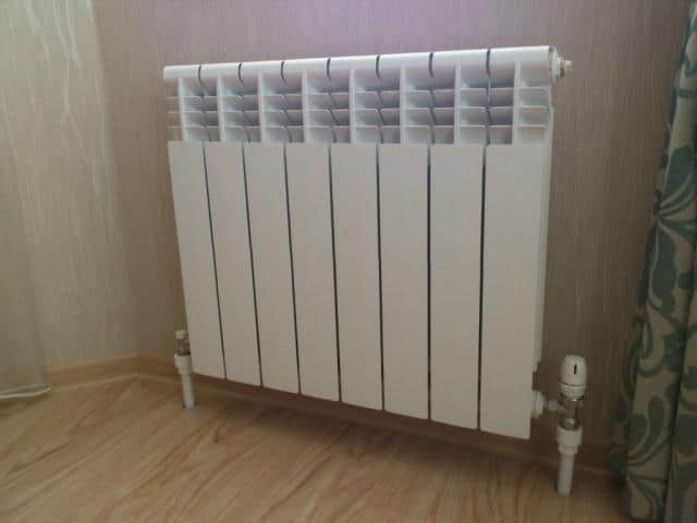 Радиатор отопление в комнате
