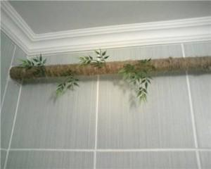 Труба отопления задекорирована под дерево