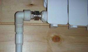 Место соединения трубы с радиатором