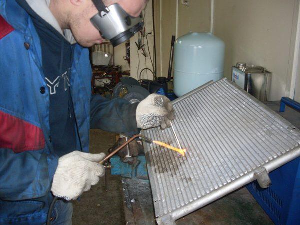 Как запаять алюминиевый радиатор автомобиля в домашних условиях 68