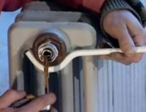 Слив воды с радиатора