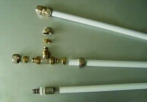 Монтаж водопровода из металлопластиковых трубы